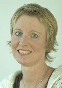 Andrea 11.11.2007 skal inn på menysiden Portrett, tenger hvit kant og binders