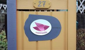 Veiviser: Se etter mirimodis-skiltet ved innkjørselen.